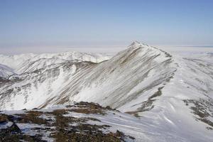 cresta de la montaña ártica foto