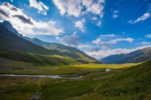 valle de la montaña del himalaya foto