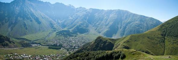 pueblo en montaña foto