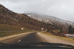dirigindo na estrada do Colorado