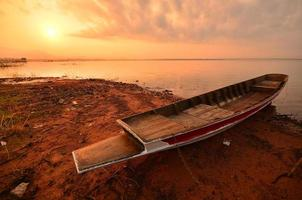 paisaje escénico del lago al amanecer