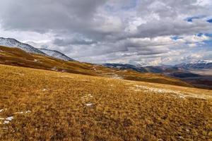 montañas valle cielo otoño nieve
