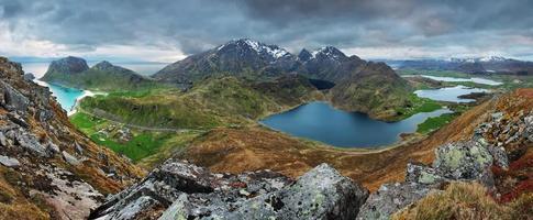 Panorama de la montaña en Noruega, Lofoten