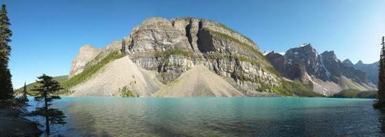 vista panorámica del lago morrena. alberta. Canadá foto