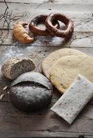 pain vintage rétro frais sur le bois