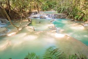 cascada de kuang si, luang prabang, laos foto