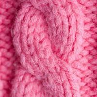 primer plano de suéter rosa