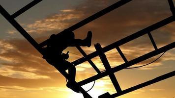 Silueta trabajador soldar acero en timelapse podría