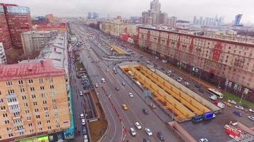 Vue aérienne de la route de l'avenue à Moscou. journée