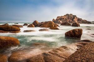 costa del océano atlántico en bretaña foto