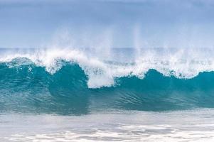 poderosas olas del mar foto