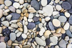 Rocas costeras del océano - Rocas limpias de cristal - Costa del océano Pacífico foto