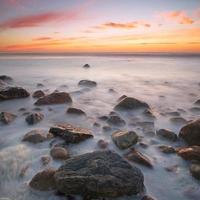amanecer sobre el oceano atlántico foto