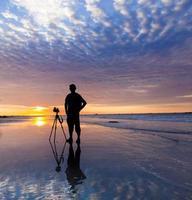 silhouet van een fotograaf bij zonsondergang