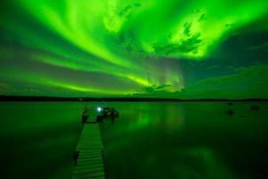 aurora boreal en el lago