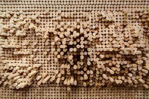 filas de vástagos redondeados de madera