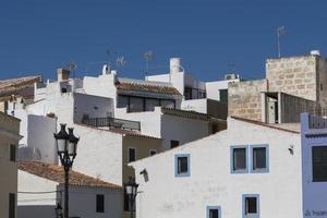 weiße Häuser in Ciutadella, Menorca.
