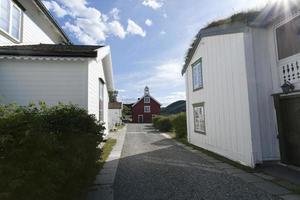 Típica casa de madera blanca escandinava, Noruega