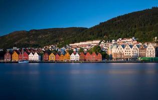 casas comerciales de bryggen en bergen foto
