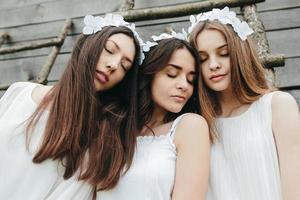 três lindas garotas