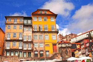 casas antiguas en porto, portugal