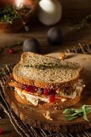 sándwich casero de acción de gracias sobrante