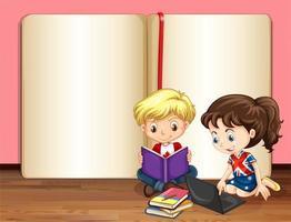 niños pequeños que estudian en la fuente de un libro en blanco