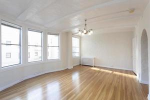 Habitación limpia y vacía. foto