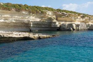 Punta delimara en Malta, costa maltesa foto