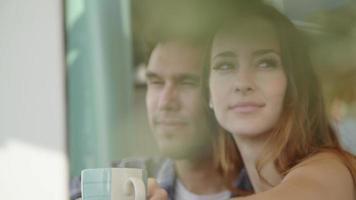 cámara lenta, de, pareja joven, sonriente