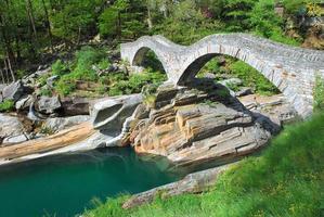 Puente romano, Valle de Verzasca, Suiza foto
