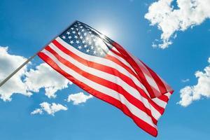 Bandera de Estados Unidos con nubes - disparar al aire libre foto