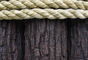 corda e fundo de madeira