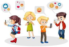 personas que usan teléfonos inteligentes con iconos de redes sociales vector