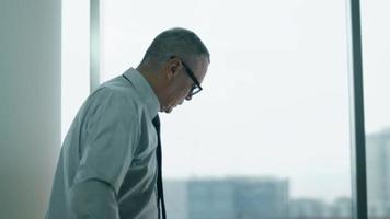elderly businessman working with computer in modern office video