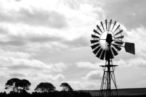 molino de viento de granja foto