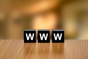 www o world wide web en bloque negro foto