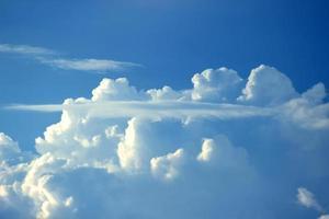 blauwe lucht.