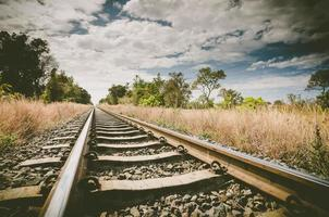 ferrocarril y cielo foto