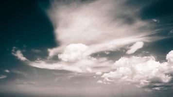 cielo dramático del día foto