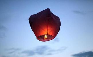 linternas del cielo rojo