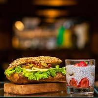 sándwich club de pollo foto