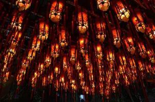 linternas rojas en el templo chino