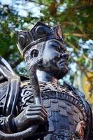 estatua de guerrero dios chino