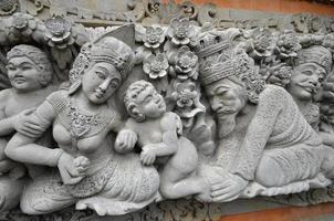 tallas de piedra de inspiración hindú, bali, indonesa foto