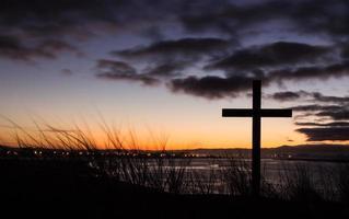 croix de salut au lever du soleil