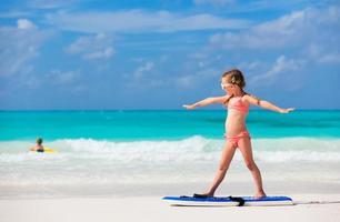 kleines Mädchen im Urlaub