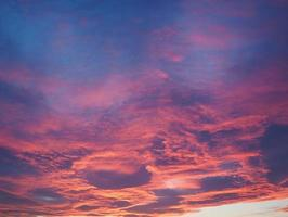 cielo rojo al atardecer