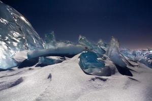 gelo azul no céu noturno