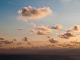 nubes al atardecer foto